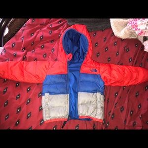 Boys Size 2T North Face reversible Winter Jacket!